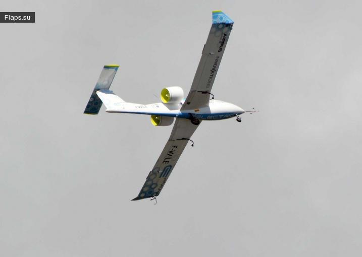 Электросамолет E-Fan поднялся в небо