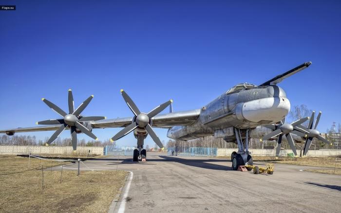 Бомбардировщик Ту-95 Медведь