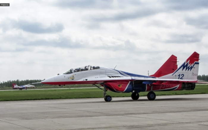 МиГ-29 в Кубинке - пилотажная группа «Стрижи» (фото Дмитрия Юловского)