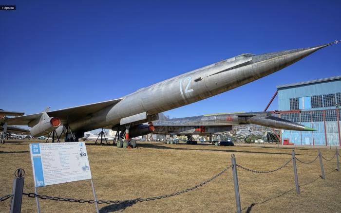 М-50 - сверхзвуковой стратегический бомбардировщик
