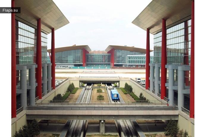 Шаттл между терминалами в аэропорту Шоуду