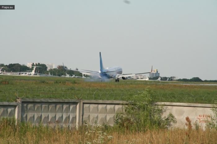 Посадка №FZ728 в а/э Жуляны спустя 2,5-часового пребывания в воздухе
