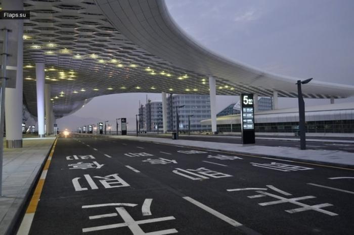 Шэньчжэ́ньский междунаро́дный аэропо́рт Баоа́нь