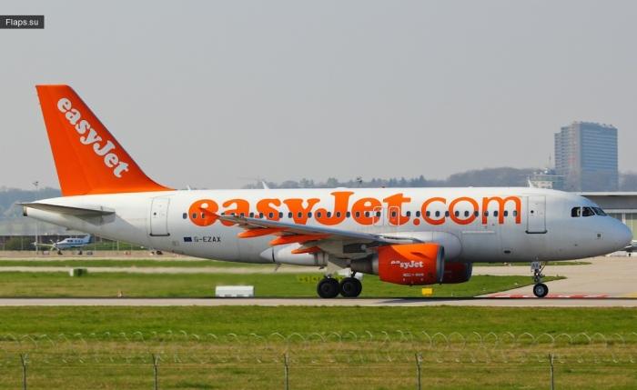 easyJet / Airbus A319-111 / G-EZAX