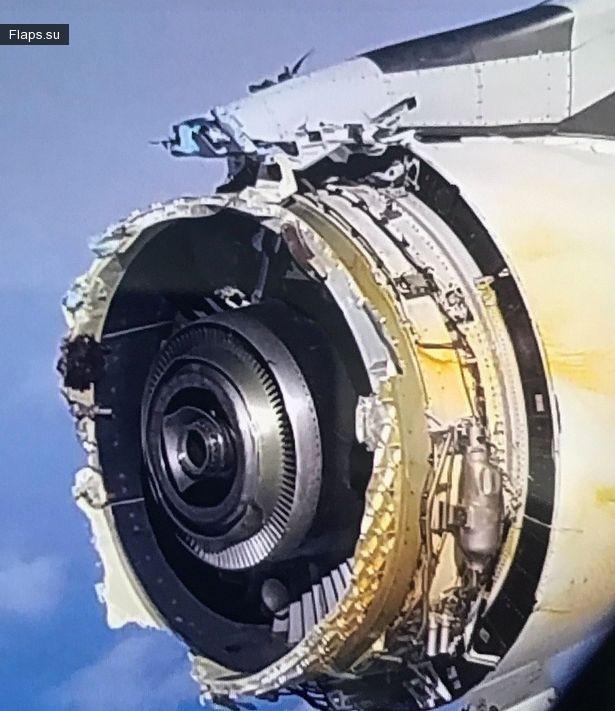 Разрушенная обшивка двигателя А380 рейса AF 066